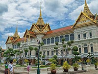The perfectly symmetrical gardens of the Grand Palace (© Yakuzakorat, CC-BY-ASA-3.0)