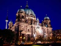 The Berlin Cathedral at night (© Arne Hückelheim, CC-BY-SA 3.0)