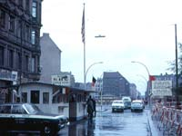 Checkpoint Charlie in 1963 (© Roger Wollstadt, CC BY-SA 2.0)