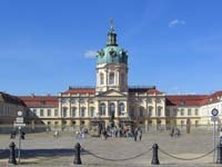 The facade of Charlottenburg Palace, Berlin (© I, Times (© CC-BY-ASA-3.0).