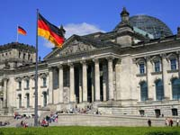 The German unity flag flying in front of the Reichstag (© Cezary Piwowarski , CC BY-SA 3.0)