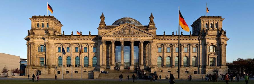 The exterior of the Reichstag building (© Jürgen Matern, CC-BY-ASA-3.0