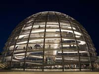 The Reichstag dome at night (© Barry Plane, CC BY-SA 3.0)