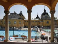 Bathers at the popular Szechenyi spa (© Andorka, CC-BY-ASA-3.0)