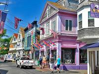 Provincetown's colourful Commercial Street (© Andreas Faessler (CC-ASA-3.0).