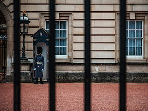 A guard standing outside of Buckingham Palace