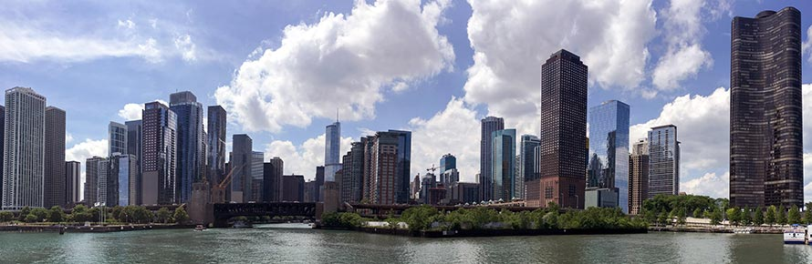 A panoramic view of the Chicago River(© piet theisohn, CC-BY-ASA-3.0).