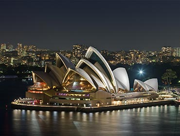 Sydney Opera House at night (© Diliff, CC-ASA-BY-3.0)
