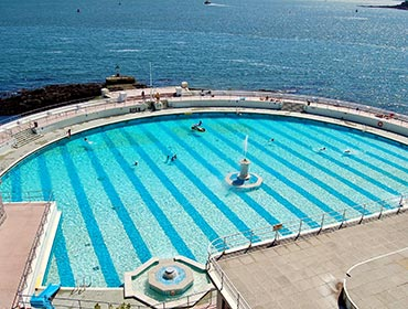 Tinside Pool in Plymouth (© Nilfanion, CC-BY-SA-3.0)
