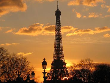 The Eiffel Tower in Paris (© Deror avi, CC-BY-SA-3.0)