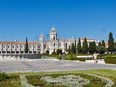 The Jeronimos Monastery, Lisbon (© Georges Jansoone, CC-BY-2.5)