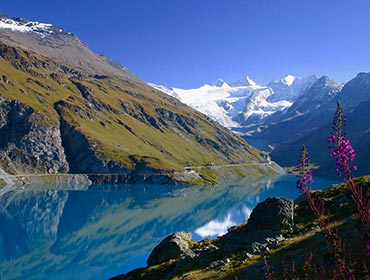 The turqoise blue of the Moiry Glacier lake in the Swiss canton of Valais (© Glaurung, CC-BY-SA-3.0)