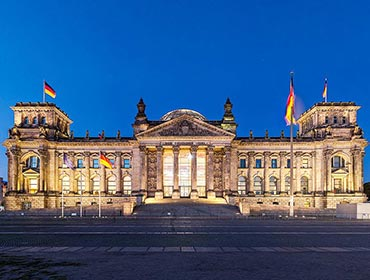 The Reichstag at dusk (© Ansgar Koreng / CC BY-SA 4.0)