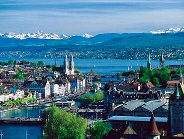 A panorama of Zurich's city centre (© MadGeographer, CC-BY-SA-3.0)