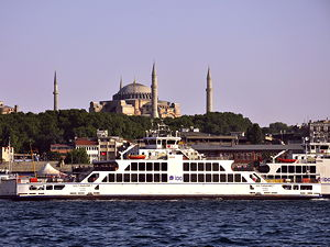 Sultanahmet ferry on the Bosphorus in Istanbul, Turkey. (© Moonik, CC BY-SA 3.0)