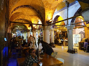 A cafe inside the Grand Bazaar in Istanbul (© michael clarke stuff, CC BY-SA 2.0)