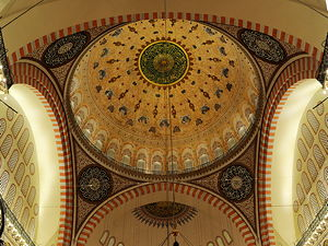 Interior looking towards the mihrab at the Süleymaniye mosque (© Ggia, CC BY-SA 3.0)