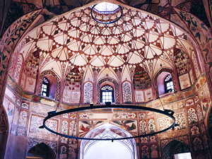 The 17th century Shahi Hammam in Lahore, Pakistan is elaborately decorated with Mughal era frescoes. (© Kumail Hasan, CC BY-SA 4.0)