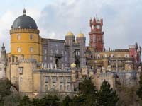 The Pena Palace in Sintra (© CEphoto, Uwe Aranas, CC-BY-SA-3.0).