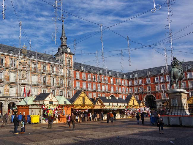 Plaza Mayor's Christmas market (© Barcex, CC-BY-ASA-3.0).