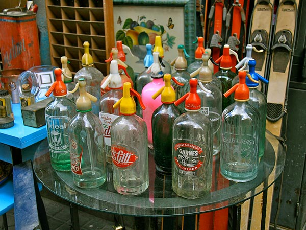 Bottles for sale at El Rastro flea market, Madrid (© Tamorlan, CC-BY-ASA-3.0).