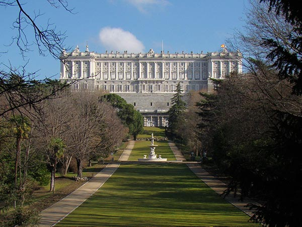 The gardens at Madrid's Royal Palace (© Antonio.velez, CC-BY-ASA-3.0 es)