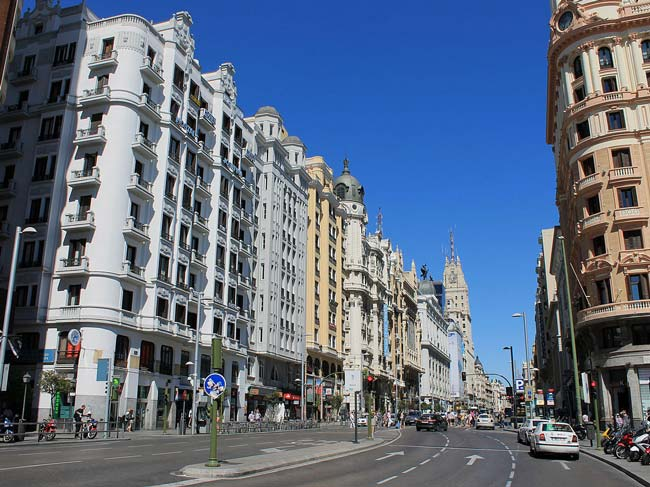 Madrid's Gran Via (© Luis García, CC-BY-ASA-3.0 es)