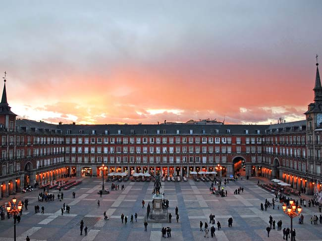 Sunset over Plaza Major (© Sebastian Dubiel, CC-BY-ASA-3.0 de)
