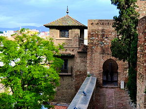 The little walkways and watchtower inside the Alcazaba of Málaga (© Emilio J. Rodríguez Posada, CC BY-SA 2.0)