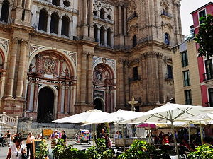 The Bishop Square in front of the Cathedral in Malaga, Spain (© Maxim.Fotos, CC BY-SA 2.0)