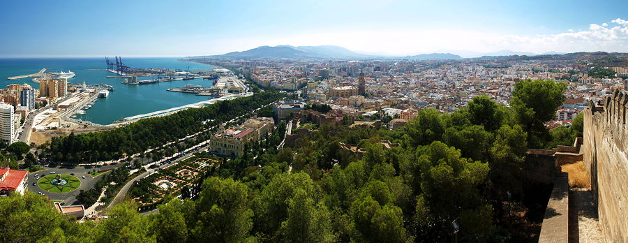 Panoramic view of Malaga, Spain. Picture taken from Gibralfaro (© Kiban, CC BY-SA 3.0)