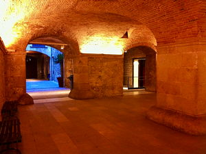 The inside of the Palau Aguilar at the Picasso Museum in Malaga (© Kippelboy, CC BY-SA 3.0)