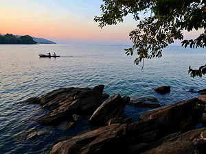 Nkhata Bay or just Nkhata is the capital of the Nkhata Bay District in Malawi. It is on the shore of Lake Malawi (formerly Lake Nyasa), east of Mzuzu, and is one of the main ports on Lake Malawi. (© Geoff Gallice, CC BY 2.0)