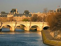 A bridge over the River Seine (© Alex Proimos, distributed ander a CCA 2.0 licence).