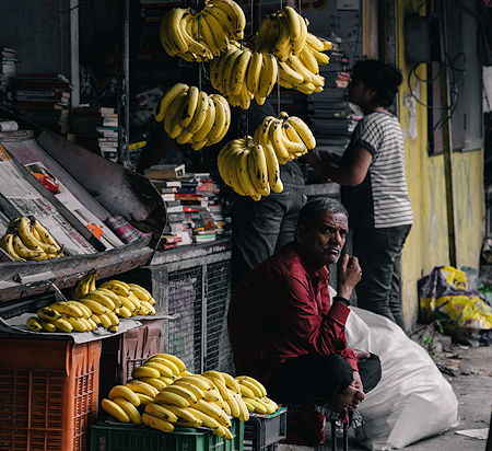 A man selling bananas in Pune, India