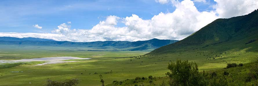 Ngorongoro from inside the crater (© William Warby, CC-BY-2.0)
