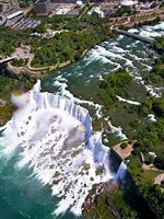 An aerial shot of Niagara Falls (© Danielteolijr, distributed under a CCASA3.0 Unported licence).