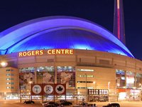 The Rogers Centre at night (© Wladyslaw, distributed under a CCA3.0 Unported licence).