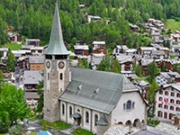 St Mauritius, the large church of Zermatt's high street (© Nbltsgndpfrdbrms, CC-BY-ASA-3.0)