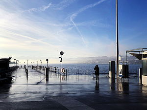 Lake Zurich Promenade early in the morning